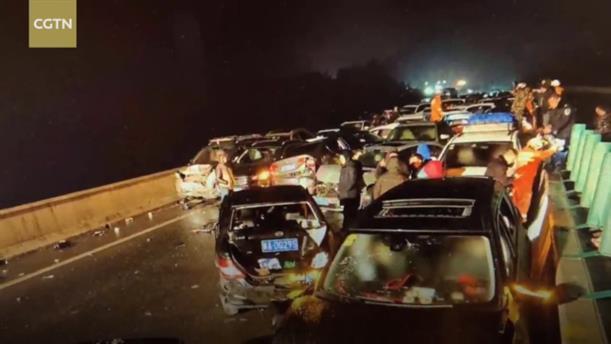 Καραμπόλα 100 οχημάτων στην Κίνα