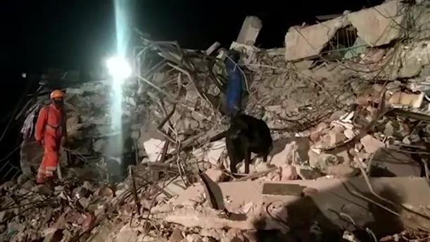 Φονική κατάρρευση κτηρίου στην Ινδία
