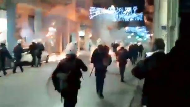 Επίθεση με μολότοφ κατά αστυνομικών στην Πάτρα