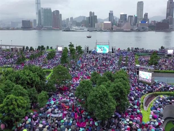 Λαοθάλασσα διαδηλωτών στο Χονγκ Κονγκ