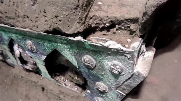 Πομπηία: Άθικτο άρμα βρέθηκε σε έπαυλη