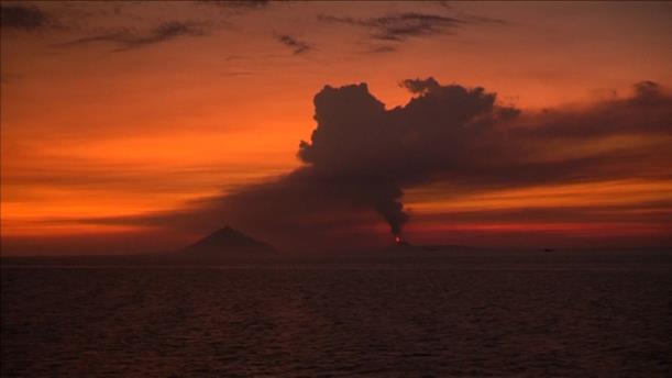 Η έκρηξη του ηφαιστείου Κρακατάου προκάλεσε το τσουνάμι στην Ινδονησία