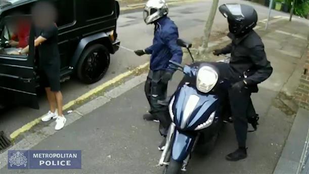 Βίντεο ντοκουμέντο από την επίθεση που δέχθηκαν οι ποδοσφαιριστές Οζίλ και Κολάσινατς