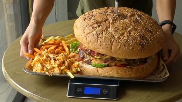 Διαγωνισμός για μπέργκερ 6 κιλών στην Ταϊλάνδη