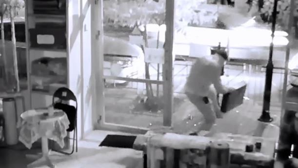 Βίντεο με διάρρηξη σε κατάστημα της Θεσσαλονίκης