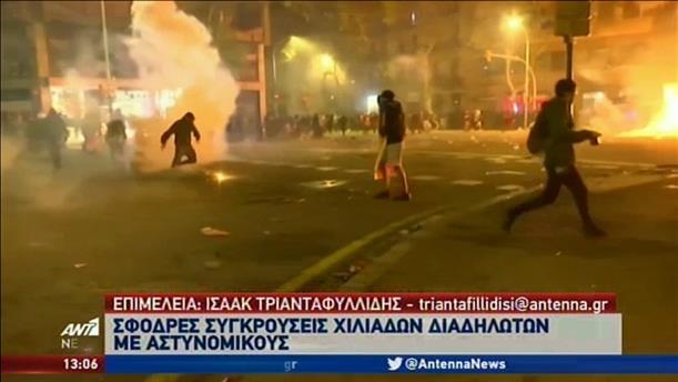 Νύχτα σκληρών συγκρούσεων αστυνομικών – διαδηλωτών στην Καταλονία