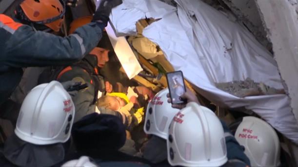 Ρωσία: Βρέφος ανασύρθηκε ζωντανό από τα ερείπια πολυκατοικίας