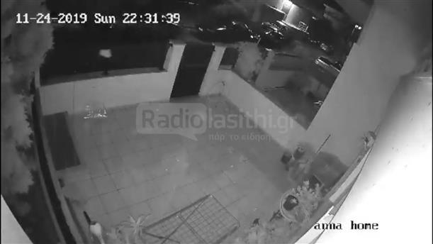 H στιγμή όπου ανεμοστρόβιλος περνάει απο την πόλη της Ιεράπετρας