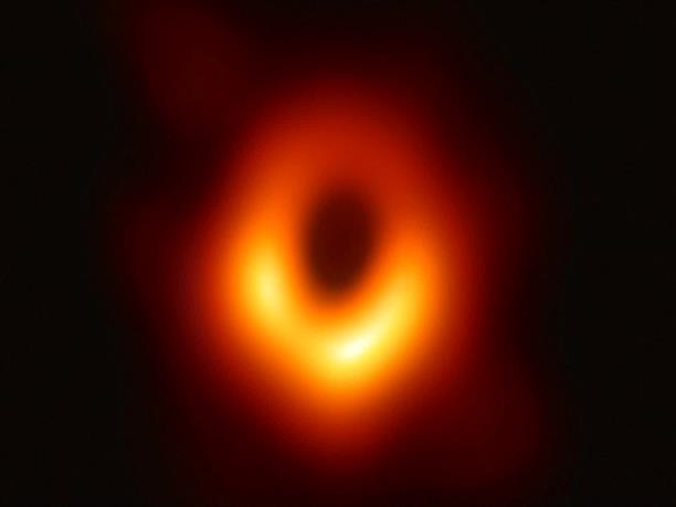 Στην δημοσιότητα η πρώτη φωτογραφία μαύρης τρύπας