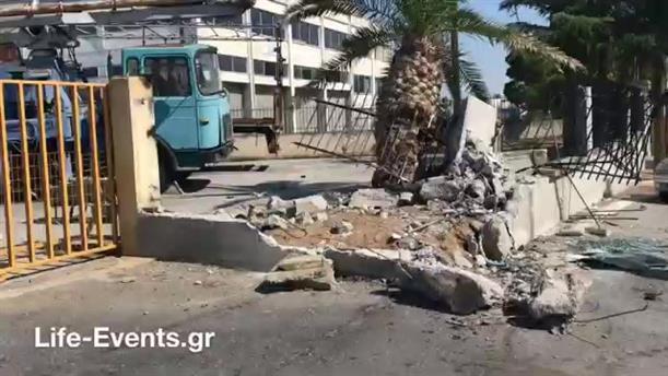 Σοκαριστικές εικόνες από το σημείο που συνέβη το τροχαίο με λεωφορείο του ΚΤΕΛ στη Θεσσαλονίκης
