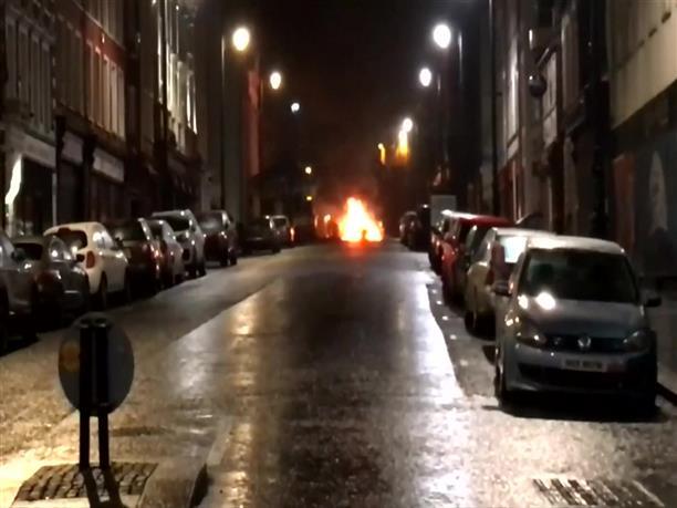 Έκρηξη παγιδευμένου αυτοκινήτου στη Βόρεια Ιρλανδία
