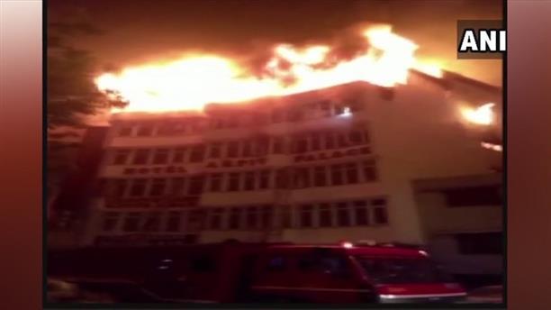 Νέο Δελχί: Νεκροί από πυρκαγιά σε ξενοδοχείο
