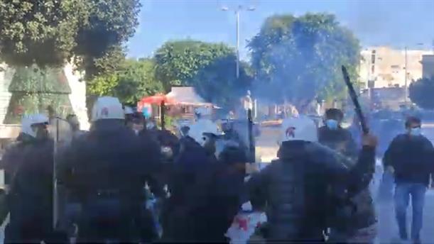 Γρηγορόπουλος - Χανιά: Συγκέντρωση και συμπλοκές διαδηλωτών με τα ΜΑΤ