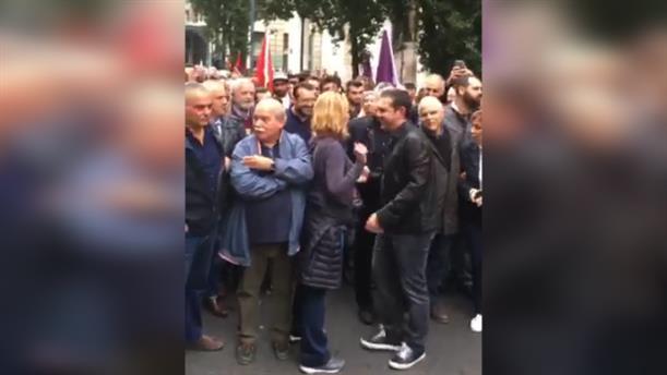 O Αλέξης Τσίπρας στο μπλοκ του ΣΥΡΙΖΑ στην πορεία για το Πολυτεχνείο