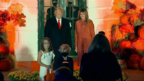 Χαλοουγίν στο Λευκό Οίκο με...μικρούς Τραμπ