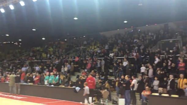 Στρασβούργο: Η στιγμή που χιλιάδες θεατές τραγουδούν τoν εθνικό ύμνο στη μνήμη των θυμάτων