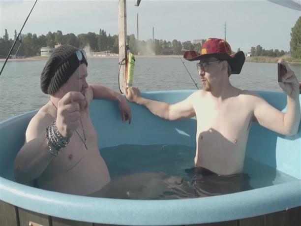 Από την Φινλανδία στην Εσθονία μέσα σε μία... μπανιέρα