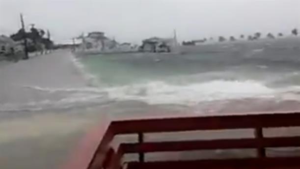 Υψηλά κύματα στις Μπαχάμες λόγω του τυφώνα Ντόριαν