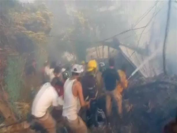 Στις φλόγες δεκάδες σπίτια σε τουριστικό θέρετρο