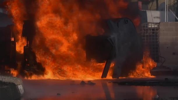 Βυτιοφόρο τυλίχθηκε στις φλόγες