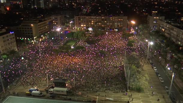 Αντικυβερνητική διαδήλωση στο Ισραήλ με μάσκες και... αποστάσεις