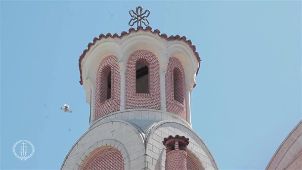 Θεσσαλονίκη: Μικρά παιδιά ανοίγουν την κλειστή εκκλησία! Ένα βίντεο γεμάτο συμβολισμούς