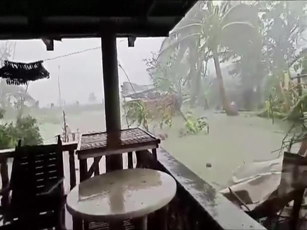 Νεκροί στον τυφώνα στις Φιλιππίνες