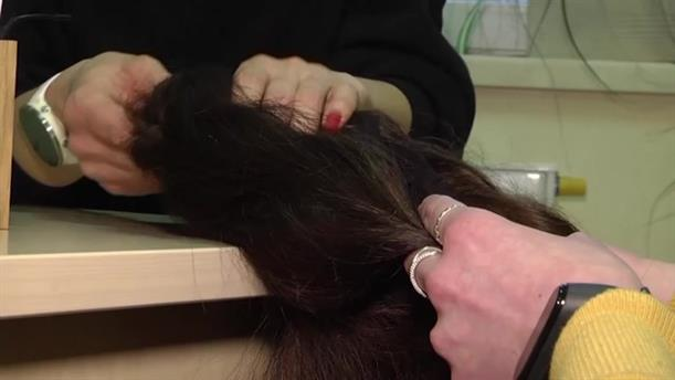 Ουκρανία: κάνουν δωρεά τα μαλλιά τους