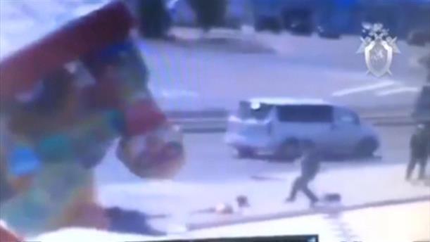 Φουσκωτό παιχνίδι παρασύρεται από τον αέρα και τραυματίζει παιδιά