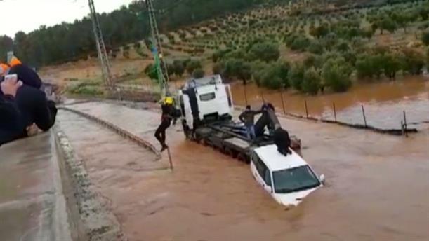 Διάσωση από πλημμυρισμένο δρόμο στο Ισραήλ