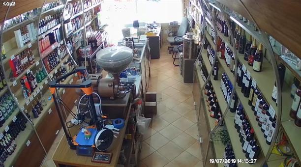 Η ώρα του σεισμού σε κατάστημα στο Ίλιον