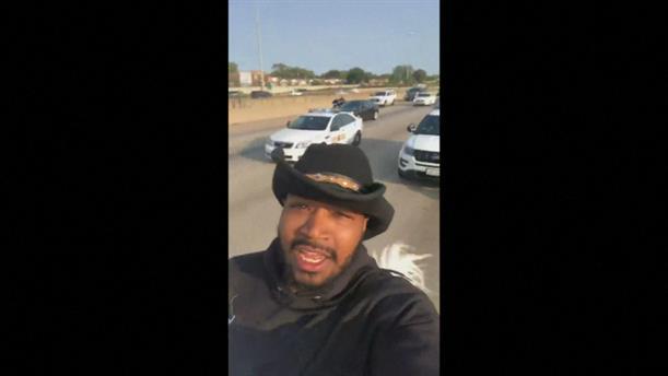 ΗΠΑ: Ίππευε άλογο μέσα σε αυτοκινητόδρομο