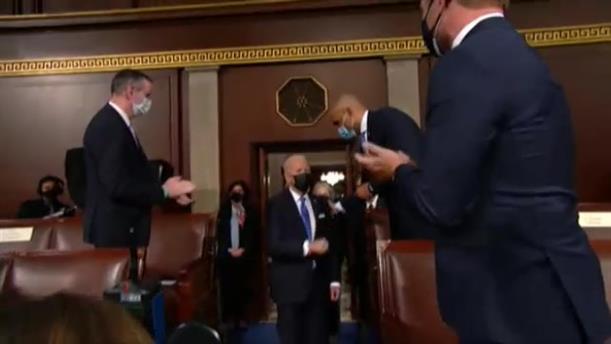 Τζο Μπάιντεν- Κογκρέσο: Δύο γυναίκες μαζί του στην πρώτη του ομιλία