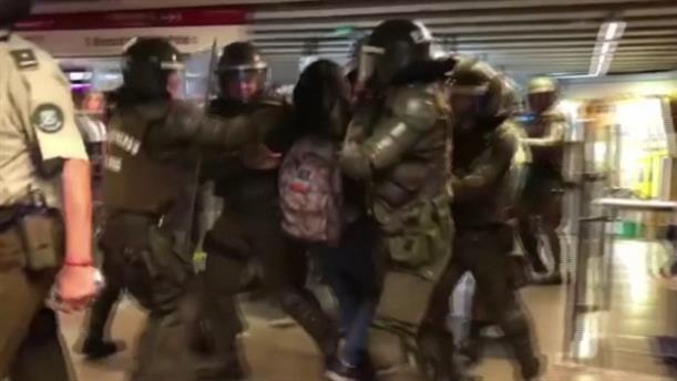 Χιλή: Φοιτητές διαμαρτύρονται για τις αυξήσεις των εισιτηρίων στα μέσα μεταφοράς