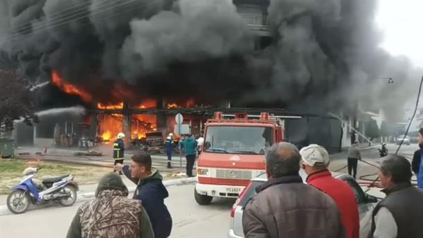 Φωτιά σε πολυκατάστημα οικιακών ειδών στην Βάρδα