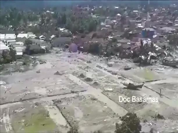 Αδιάκοπες έρευνες για τον εντοπισμό επιζώντων στην Ινδονησία