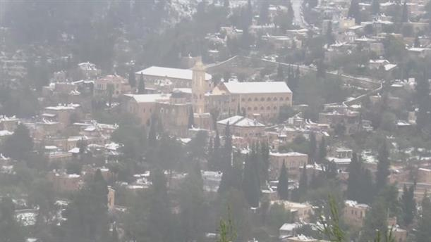 Στα λευκά η Ιερουσαλήμ και η Ραμάλα