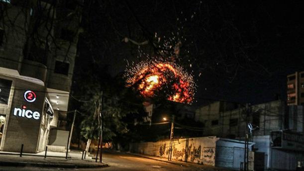 Η στιγμή του βομβαρδισμού των γραφείων του Anadolu στη Γάζα