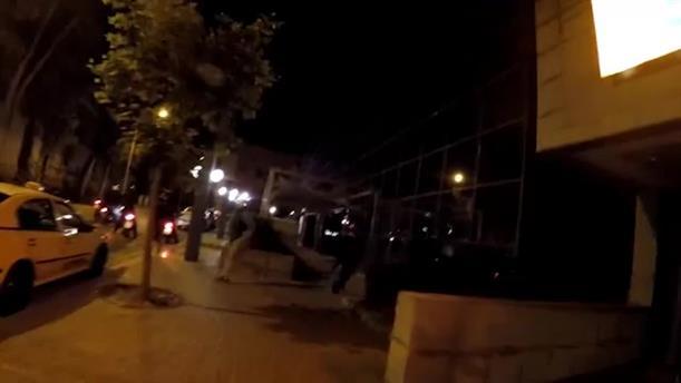 Βιντεο απο την επίθεση μελών του Ρουβίκωνα σε υποκατάστημα τράπεζας