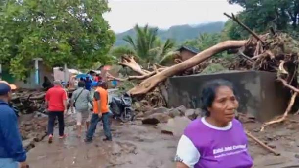 Καταστροφές μετά τις πλημμύρες στην Ινδονησία