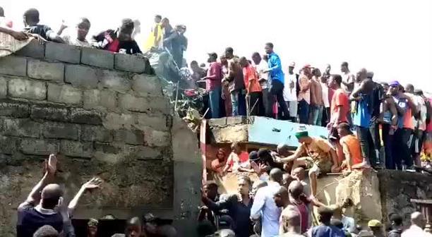 Αεροπλάνο με 19 επιβαίνοντες συνετρίβη σε λαϊκή συνοικία της Γκόμα.