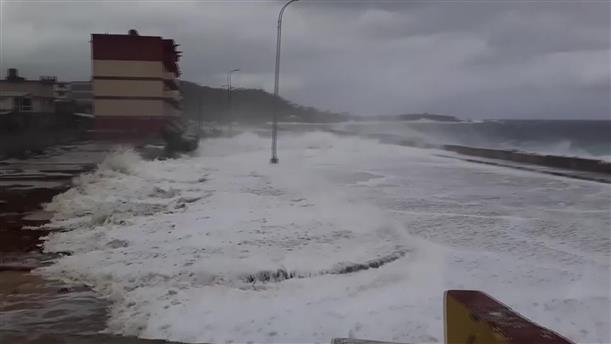 """Η τροπική καταιγίδα """"Λώρα"""" πλήττει την Κούβα"""