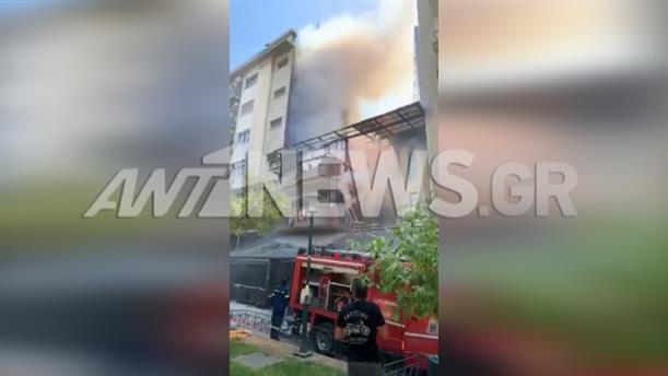 Φωτιά σε πολυκατοικία στη Φωκίωνος Νέγρη, στην Κυψέλη
