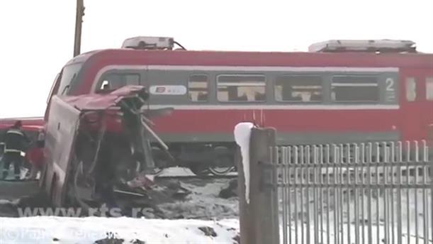 Σύγκρουση τρένου με λεωφορείο στη Σερβία