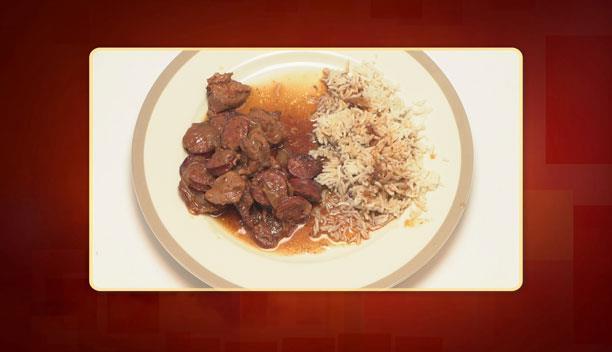 Χοιρινή τηγανιά με μαύρη μπύρα και λουκάνικα του Κώστα - κυρίως πιάτο - Επεισόδιο 61