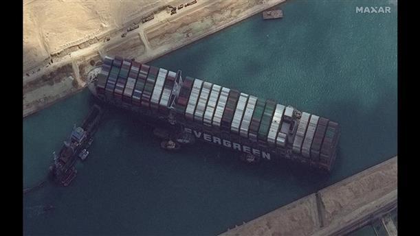 Το τάνκερ στη Διώρυγα του Σουέζ από το δορυφόρο