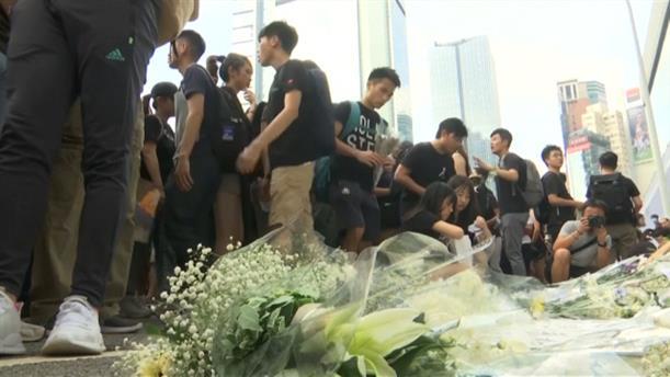 Χονγκ Κόνγκ: Φόρος τιμής στον διαδηλωτή που έχασε τη ζωή του