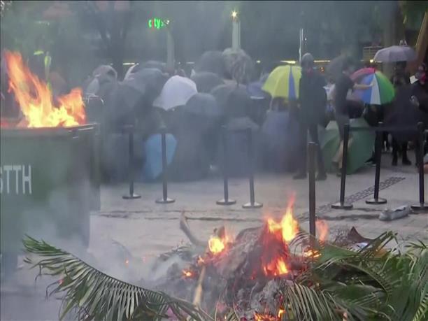 Χονγκ Κονγκ: Συγκρούσεις διαδηλωτών με αστυνομικούς