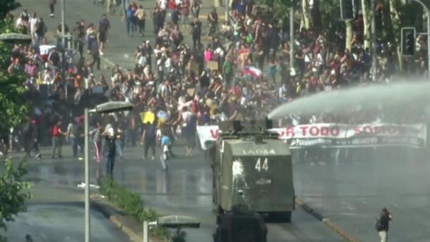 Συνεχίζονται οι διαδηλώσεις στη Χιλή
