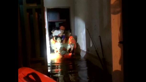 Πλημμύρες σαρώνουν την Κίνα